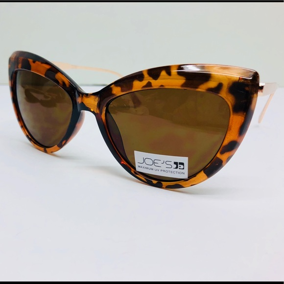 239540f9a1 Joe s Jeans Women s Cat Eye Sunglasses 🌻